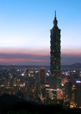 晚上地平线台北 免版税库存图片