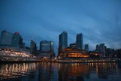 晚上地平线温哥华 库存图片
