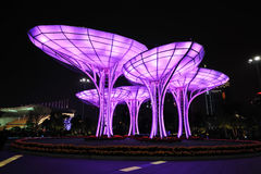晚上场面在广州Huacheng广场 免版税库存照片