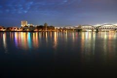 晚上城市 免版税库存照片