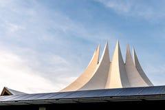 晚上太阳的柏林Tempodrom 免版税图库摄影