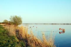晚上太阳的荷兰湖与捕鱼网 免版税图库摄影