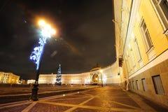 晚上宫殿彼得斯堡圣徒正方形 免版税库存图片