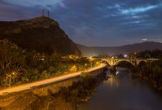 晚上山路在有桥梁的乔治亚 库存照片