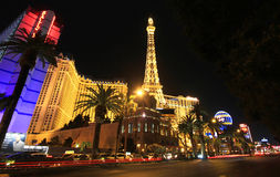 晚上巴黎射击主街上 库存图片