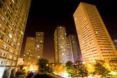 晚上巴黎摩天大楼视图 库存照片