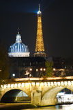 晚上巴黎视图 免版税库存图片