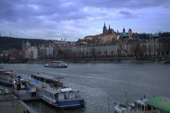 晚上布拉格河场面vltava 库存照片