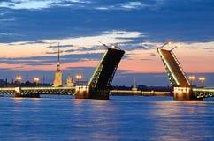 晚上彼得斯堡俄国st白色 库存照片