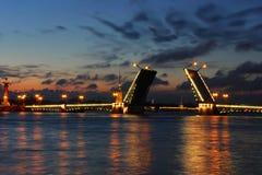 晚上彼得斯堡俄国st白色 免版税库存照片