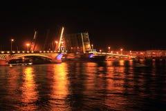 晚上彼得斯堡俄国st白色 库存图片