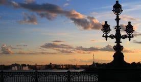 晚上彼得斯堡圣徒白色 库存照片