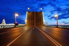 晚上彼得斯堡st白色 免版税库存照片