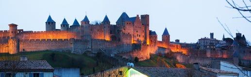 晚上时间的被加强的城市 卡尔卡松,法国 免版税库存照片