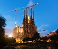 晚上时间的Sagrada Familia 巴塞罗那西班牙 库存照片
