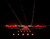 晚上机场 库存照片