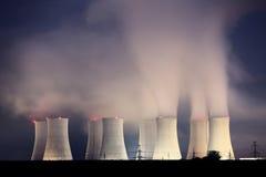 晚上核工厂次幂 库存图片