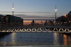 晚上桥梁视图在马尔摩 免版税库存图片