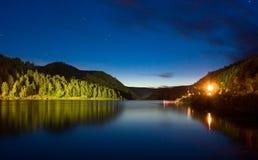 晚上河 库存图片