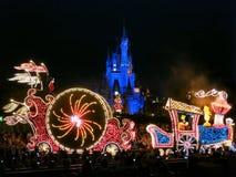 晚上游行在东京迪斯尼乐园 免版税库存照片