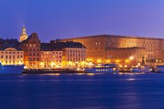 晚上老斯德哥尔摩瑞典城镇视图 库存照片