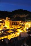 晚上西西里人的城镇 图库摄影