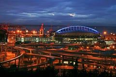 晚上西雅图体育场 免版税图库摄影