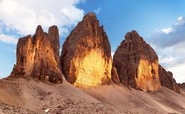 晚上观点的Drei Zinnen或Tre Cime di Lavaredo 库存图片