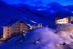 晚上运行滑雪 免版税图库摄影