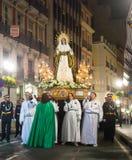 晚上队伍Semana圣诞老人在阿利坎特 库存照片