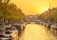 晚上阿姆斯特丹城市场面  库存照片
