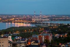 晚上从屋顶的夏天都市风景 库存图片