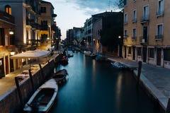 晚上venezia街道 免版税库存照片