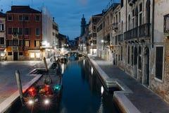 晚上venezia街道 库存图片