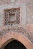 晚哥特式建筑在意大利,有圆顶门(1400) 库存照片