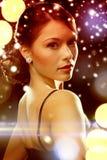 晚礼服佩带的金刚石耳环的妇女 免版税库存照片