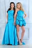 晚礼服的二名美丽的妇女。 免版税库存图片