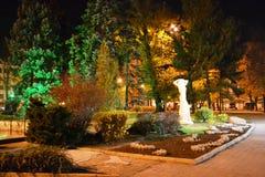 晚秋天晚上在城市公园顿涅茨克,乌克兰2018年 图库摄影