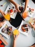 晚餐会顶视图 现代的生活方式 免版税库存图片