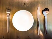 晚餐刀子,晚餐叉子,菜盘,晚餐匙子 免版税库存照片