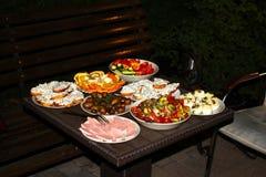 晚餐在庭院里 库存图片