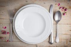 晚餐在葡萄酒样式的餐位餐具 免版税库存照片