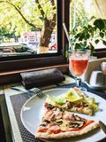 晚餐在餐馆 免版税图库摄影