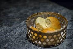 晚餐用在篮子的面包 库存图片