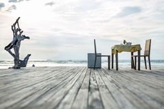 晚餐的地方海洋岸的 库存照片