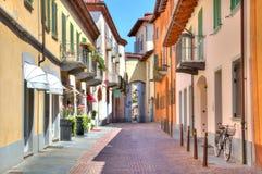 晨曲五颜六色的意大利北老街道 图库摄影