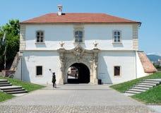 晨曲卡罗来纳州城堡的第四个门,阿尔巴尤利亚,罗马尼亚 图库摄影