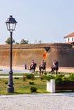 晨曲卡罗来纳州城堡骑马卫兵在阿尔巴尤利亚罗马尼亚 免版税库存照片