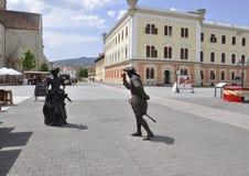 晨曲卡罗来纳州, 6月15日:从晨曲卡罗来纳州堡垒庭院的夫人和绅士雕象在罗马尼亚 免版税库存照片