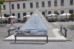 晨曲卡罗来纳州, 6月15日:从晨曲卡罗来纳州堡垒庭院的金字塔在罗马尼亚 图库摄影